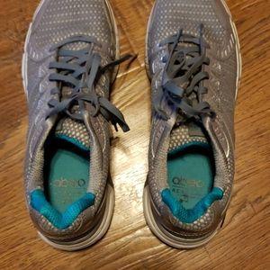 Excellent condition Obeo tennis shoes